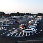 高速道路の駐車場が斜めな理由は?逆走は2日に1回?高齢者の運転に注意!