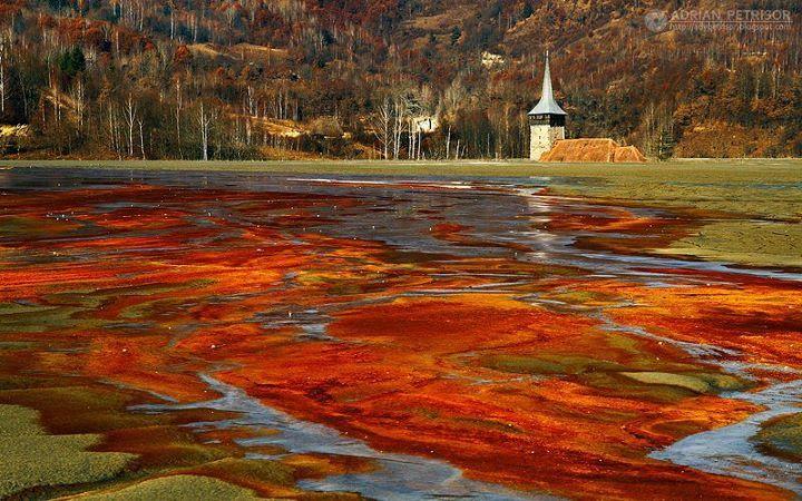 ルーマニアのジャマナ(汚染村)の猛毒湖(血の湖)の画像や原因は?チャウシェスクの遺産?