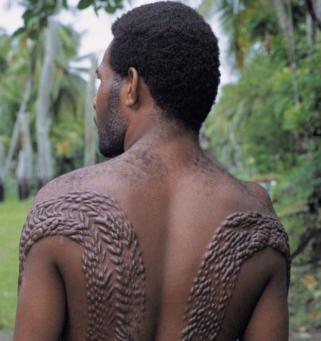 セピック族(クロコダイルマン)は成人式でワニ男に!パプアニューギニアのわに祭りや儀式も!