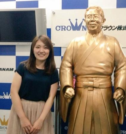 藤田さんは純烈を支える美女スタッフ?日本クラウン所属で経歴は?【深イイ】